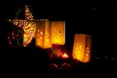 Décorations pour Noël : étoiles, lumières, bougies et boules Photos libres de droits