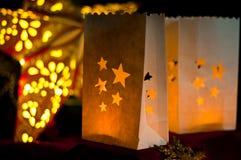Décorations pour Noël : étoiles, lumières, bougies et boules photos stock