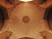 Décorations renversantes de plafond au palais d'Ali Qappu à Isphahan Photo libre de droits