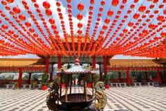 Décorations rouges de lanternes au temple de Thean Hou en Kuala Lumpur, Malaisie Images libres de droits