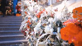 Décorations sur l'arbre de Noël Vacances d'hiver Symbole du nord abrégez le fond banque de vidéos