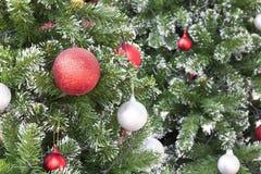 Décorez l'arbre de Noël Images libres de droits