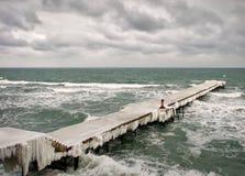 Décorez le pont en glace en hiver Image libre de droits