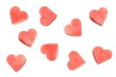Découpé des tranches de pastèque dans la forme des coeurs sur le fond blanc Images stock