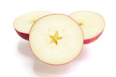 Découpé en tranches des pommes rouges Images stock