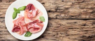 Découpé en tranches du jamon espagnol Image stock