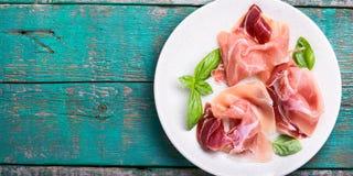 Découpé en tranches du jamon espagnol Image libre de droits