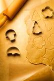 Découpage de plan rapproché des biscuits de pain d'épice Images stock