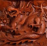 Découpage du bois de fond d'un dragon Photographie stock libre de droits