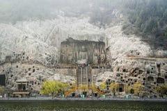 Découpage en pierre de falaise aux grottes de Longmen, Luoyang, Henan, Chine Images libres de droits