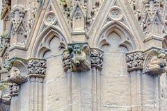 Découpage en pierre de la cathédrale Sainte-Marie De Bayonne Image stock