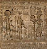 Découpages hiéroglyphiques dans le temple égyptien antique Image libre de droits