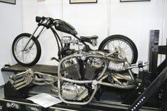 Découpeur fait sur commande de vélo au cours de la collecte Photographie stock libre de droits