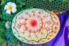 Découpez la pastèque pour fleurir la forme Photo stock
