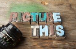 Décrivez ceci - concept composé en bois de mot Photos libres de droits