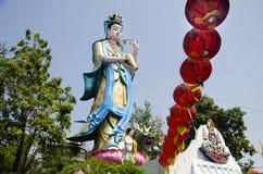 Déesse de statue de Guan Yin de pitié au temple de Wat Chong Lom dans Samut Sakhon, Thaïlande images stock