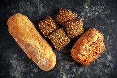 Défaite fraîchement cuite au four, pain de ciabatta et petits pains de sandwich Images libres de droits