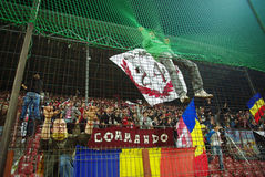 Défenseurs d'équipe de CFR Cluj dans l'action Images stock