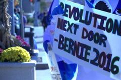 Défenseurs de Bernie Sanders habillés en tant que requin gauche Photo libre de droits
