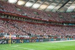 Défenseurs de la Pologne avec les petits drapeaux nationaux image stock