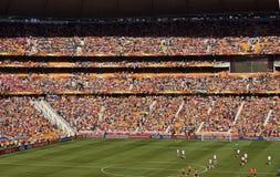 Défenseurs du football à la ville du football - carte de travail 2010 de la FIFA photographie stock libre de droits