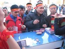 Défenseurs pour le grand événement du football - Hanoï, Vietnam en décembre 2010 image libre de droits