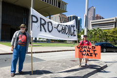 Défenseurs revendiquant le droit à l'avortement Photo stock