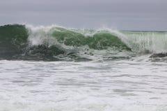 Déferlante près de la plage du nord Photo libre de droits