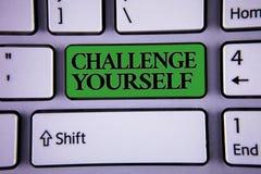 Défi d'apparence de note d'écriture vous-même Photo d'affaires présentant le mode fort surmonté de défi d'amélioration d'encourag images stock