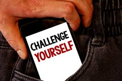 Défi des textes d'écriture vous-même La signification de concept surmontent les jeans forts PO arrière de Brown de défi d'amélior photos libres de droits