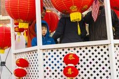 Défilé chinois de nouvelle année : Enfant confus Photos stock
