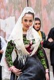 Défilé dans le costume traditionnel sarde Image libre de droits