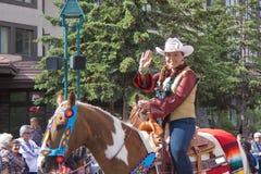 Défilé de jour de Canada dans Banff Images libres de droits