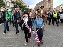 Défilé de la Nouvelle-Orléans de la barbacane à la place principale à l'été Jazz Festival à Cracovie Image stock
