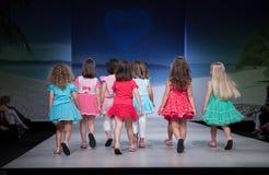 Défilé de mode d'enfant Image stock