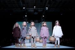 Défilé de mode d'enfants Photographie stock