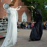 Défilé de mode théâtral en parc de Catherine, Pushkin, St Petersburg, Russie Images libres de droits