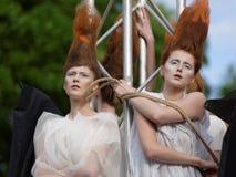 Défilé de mode théâtral en parc de Catherine, Pushkin, St Petersburg, Russie Photo libre de droits
