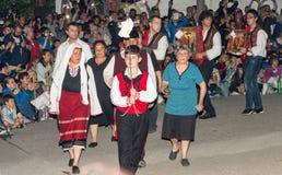 Défilé de Nestinar aux jeux de Nestinar dans le village de Bulgari, Bulgarie Photo stock