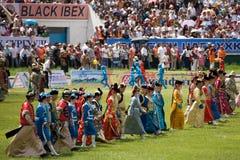 Défilé des costumes mongols traditionnels Photo stock