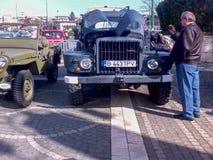 Défilé des voitures de vintage Photographie stock libre de droits