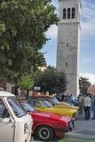 Défilé des voitures de vintage dans Novigrad, Croatie Images stock