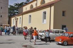 Défilé des voitures de vintage dans Novigrad, Croatie Images libres de droits