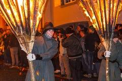 Défilé et participants de Chienbase Fastnach dans Liestal, Suisse images libres de droits