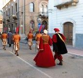 Défilé historique dans Popoli photo stock