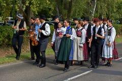 Défilé hongrois traditionnel de récolte le 11 septembre 2016 dans vi Photos stock