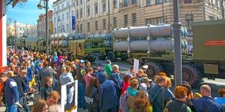 Défilé l'année carrée de vacances le 9 mai 2017 La Russie, Vladivostok Images libres de droits