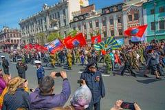 Défilé l'année carrée de vacances le 9 mai 2017 La Russie, Vladivostok Photo stock