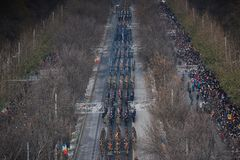 Défilé militaire célébrant le jour national de la Roumanie photos stock