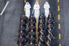 Défilé militaire célébrant le jour national de la Roumanie photographie stock libre de droits